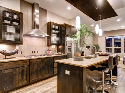 A kitchen room filled with all furniture